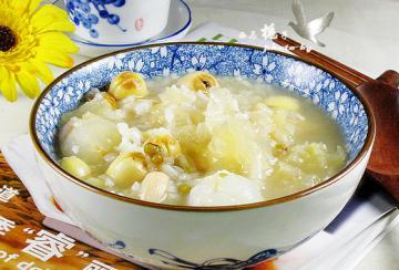 银耳莲子荔枝粥