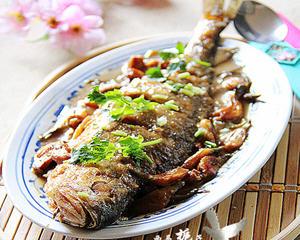 大蒜烧黄鱼