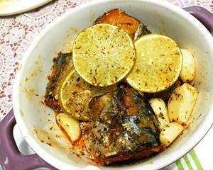 茄汁柠香蒜烤鲭鱼