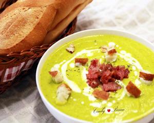 芥末绿的南瓜浓汤