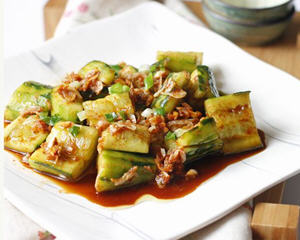 黄瓜拌虾皮