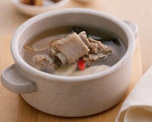 黑木耳牛蒡排骨汤