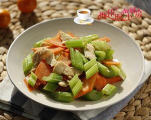 西芹胡萝卜炒鸡片