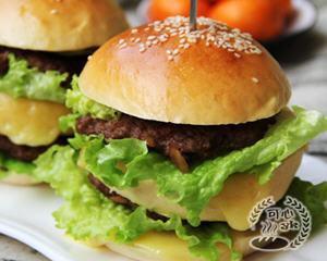 巨无霸牛肉芝士汉堡