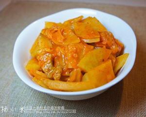 正宗的辣白菜炒土豆片