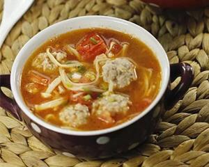 金针菇番茄肉丸汤