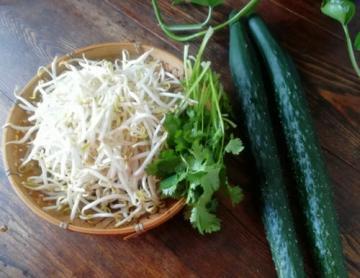 黄瓜拌绿豆芽家常做法9