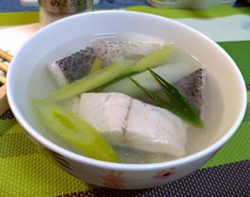 蒜苗鲈鱼清汤1