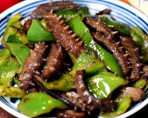 鲜辣椒炒海参的家常做法