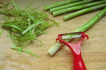 上汤蒜蓉芦笋(减脂瘦身的快手食谱)10