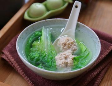 翡翠肉丸汤的简单做法1
