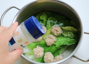 翡翠肉丸汤的简单做法2
