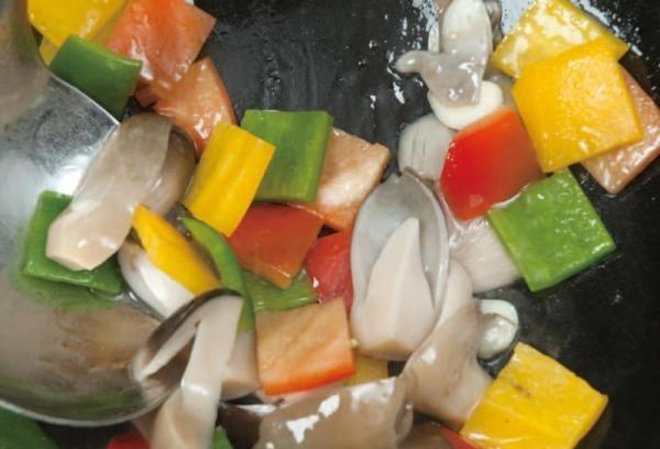 彩椒炒草菇5