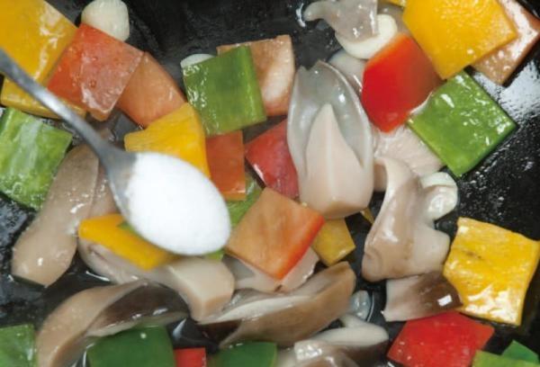彩椒炒草菇6