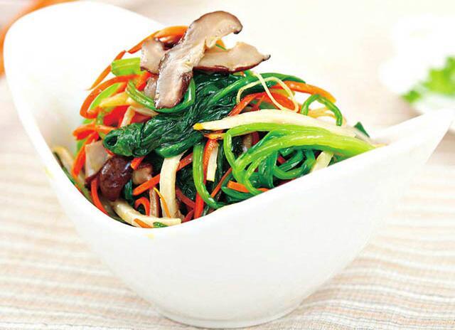 胡萝卜炒菠菜