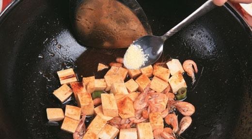 白米虾炒豆腐9