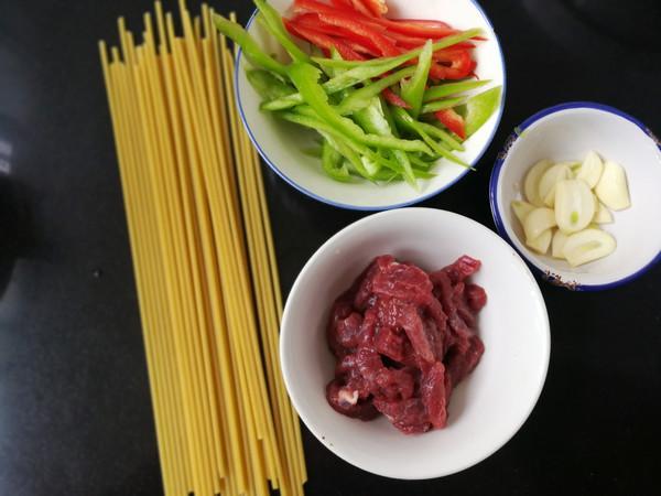 青椒牛柳意大利面的做法技巧和步骤1