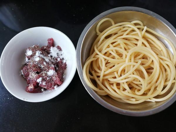 青椒牛柳意大利面的做法技巧和步骤3
